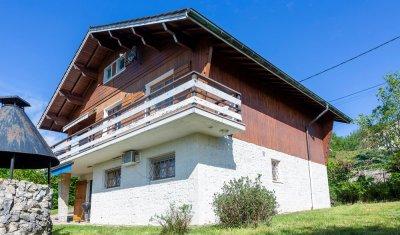 Chalet vendu avec vue imprenable et cadre verdoyant sur la commune de Neuville sur Ain
