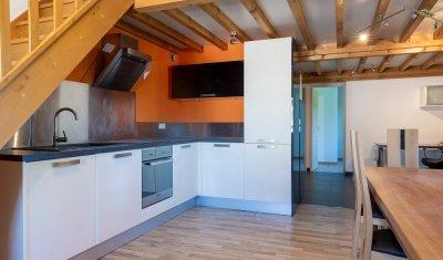 Vente d'un appartement avec cachet entièrement rénové et équipé, hypercentre de Saint Didier d'Aussiat
